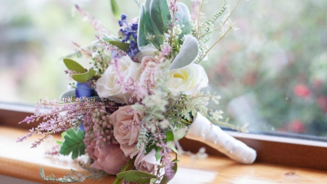 The use of flowers in weddings
